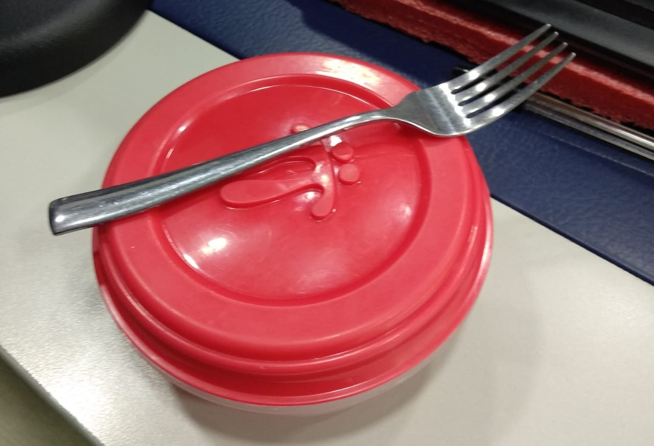 A universitario lo retuvo la policía porque en la 'coca' del almuerzo llevaba tenedor metálico