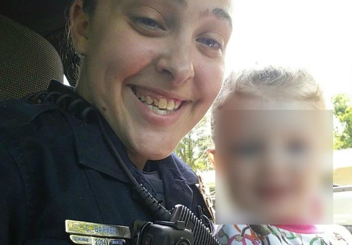Niña de tres años muere asfixiada cuando su mamá policía la dejó en el carro para tener sexo