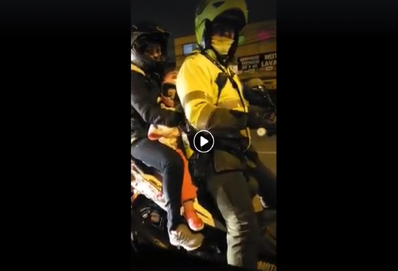 ¡Qué belleza! Este policía llevaba a su esposa y su 'chinita' en moto