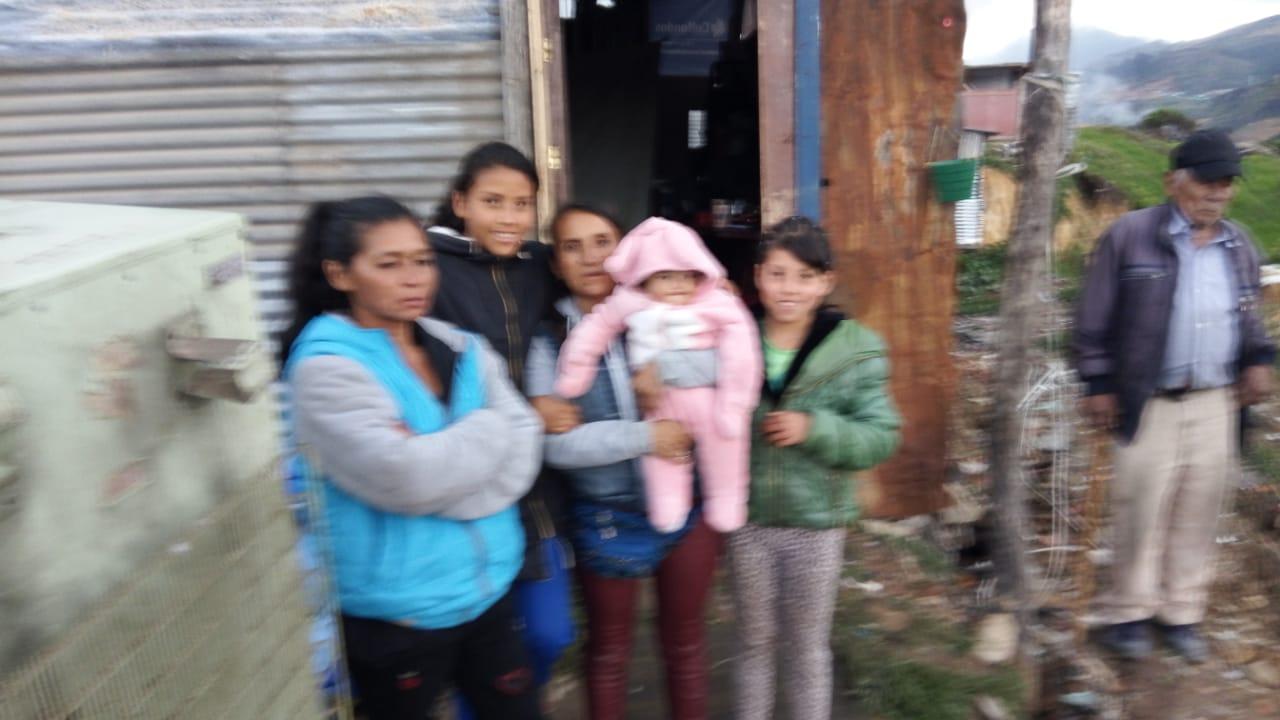 En Ciudad Bolívar se les cayeron las casitas y nadie los ha ayudado