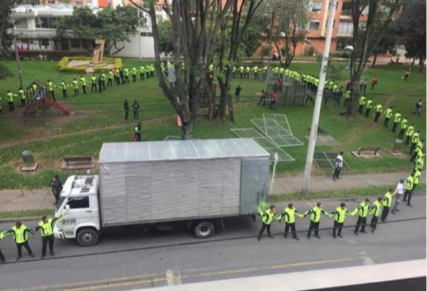Vecinos de Chicó protestaron por instalación de antena en un parque