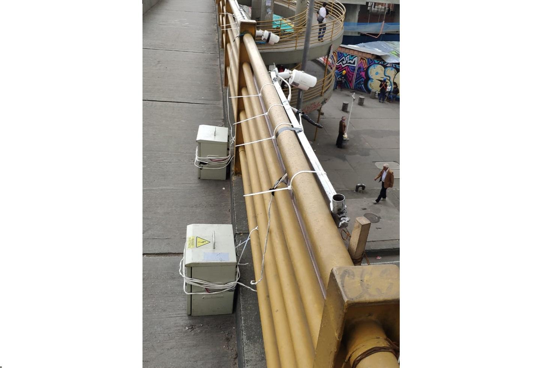 ¿Están instalando cámaras de fotomultas en los puentes peatonales de Bogotá?