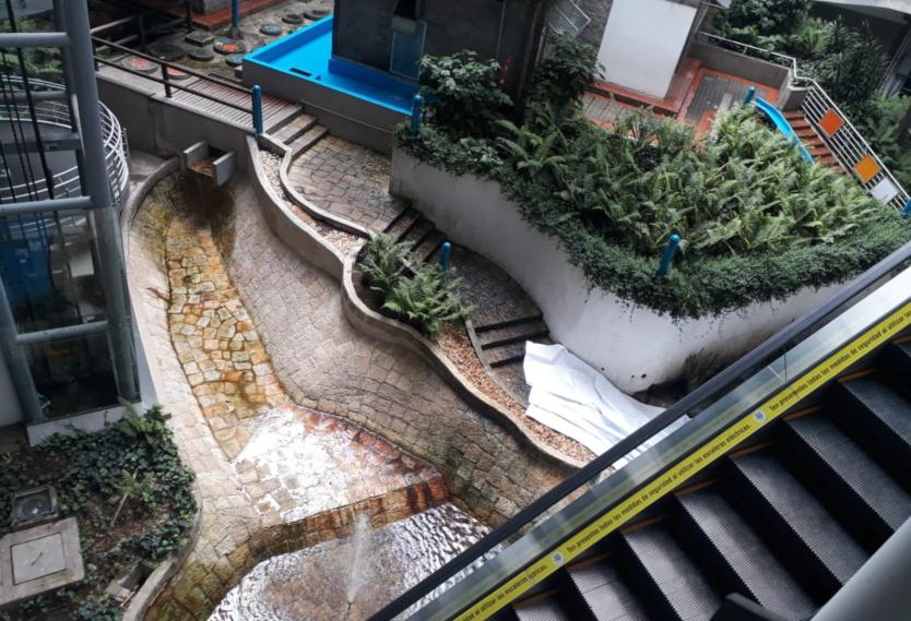 Pelado se mató al tirarse de lo más alto de Centro Comercial Portal 80