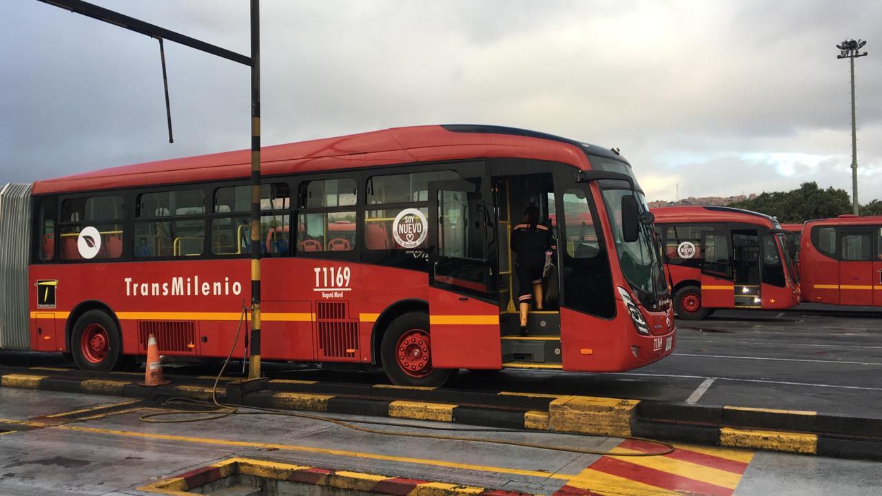 """Transmilenio dice que es """"normal"""" que se haya varado el primer bus nuevo"""