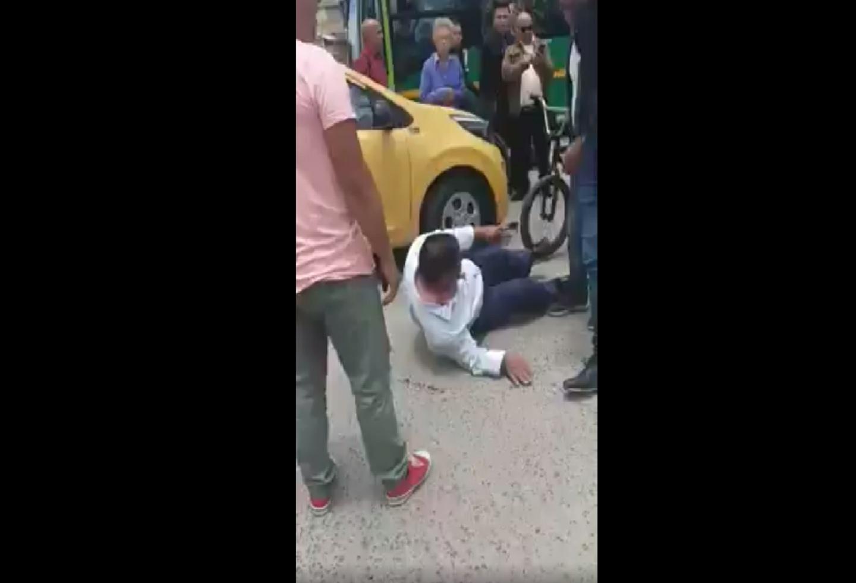 En video: Sujeto le dio tremenda 'muenda' a taxista por atropellar a su perro