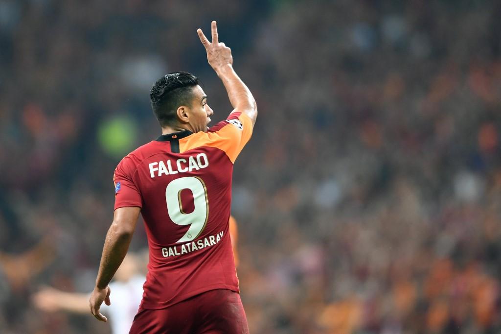 El 'tigre' rugió en la victoria del Galatasaray, pero salió lesionado