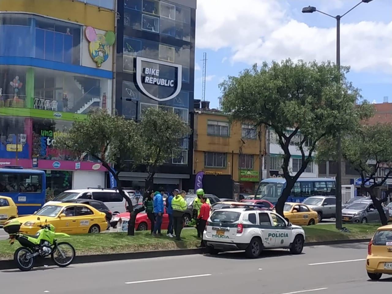 Hombre amenazó a voluntarios que se encontraban repartiendo volantes de Miguel Uribe