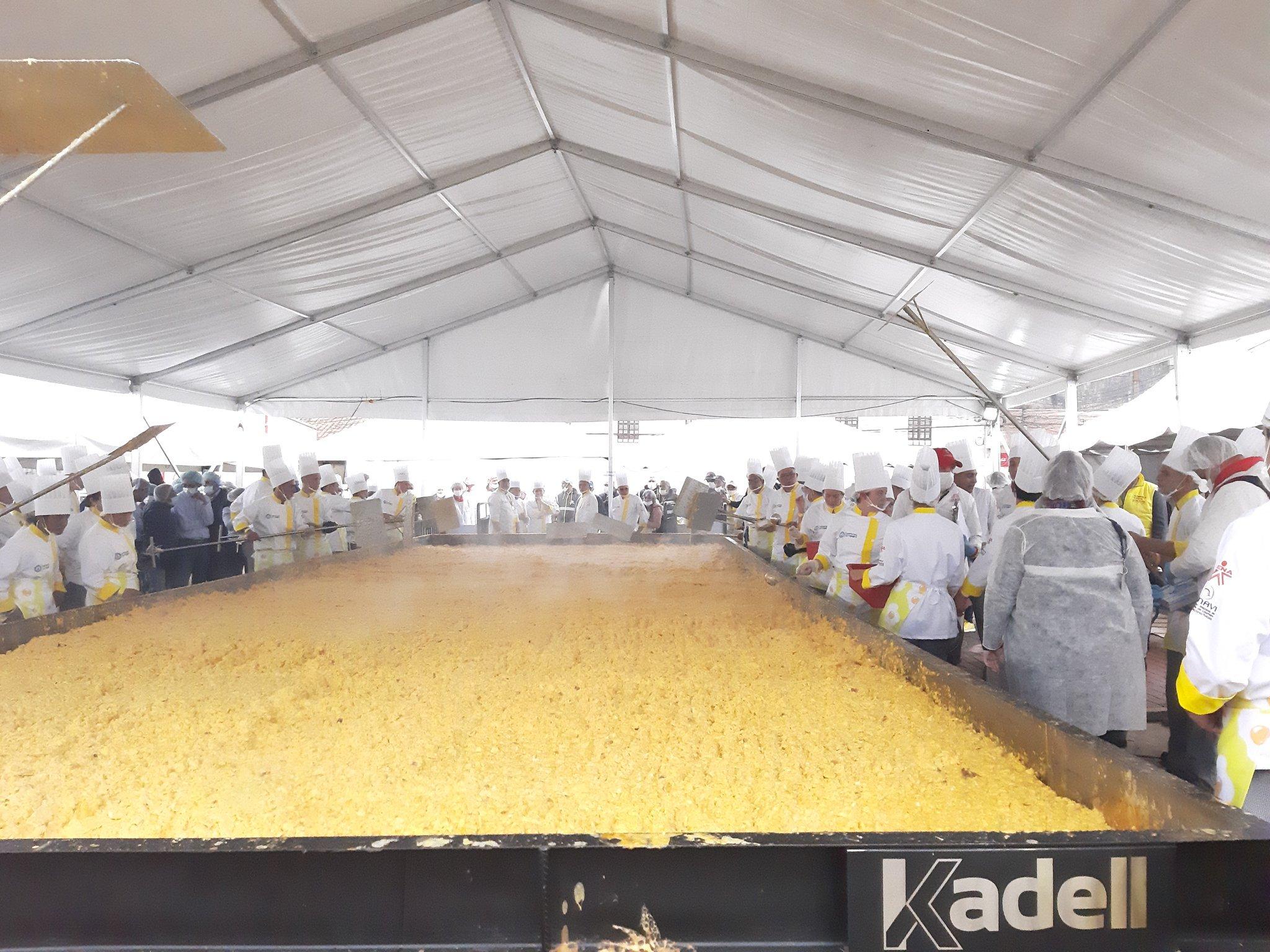 Soacha gana récord Guinness a punta de huevos