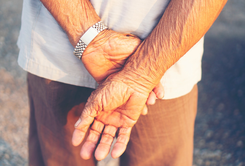 El viejito no le comió al pelao: Abuelito impidió atraco y mató a uno de los delincuentes