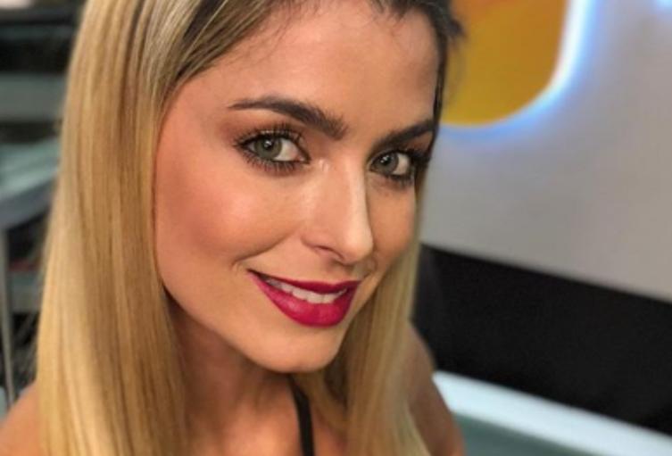 Cristina Hurtado posa sin maquillaje en portada de revista