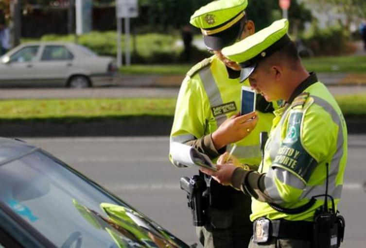 """""""Las funciones de tránsito desarrolladas por la Policía Nacional en los distritos y ciudades capitales, serán desmontadas gradualmente para reubicar el servicio de estos uniformados en la modalidad de vigilancia"""", dice el documento."""