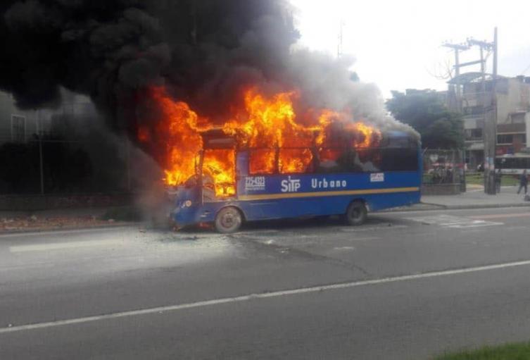 Buses del SITP quemados en Bogotá