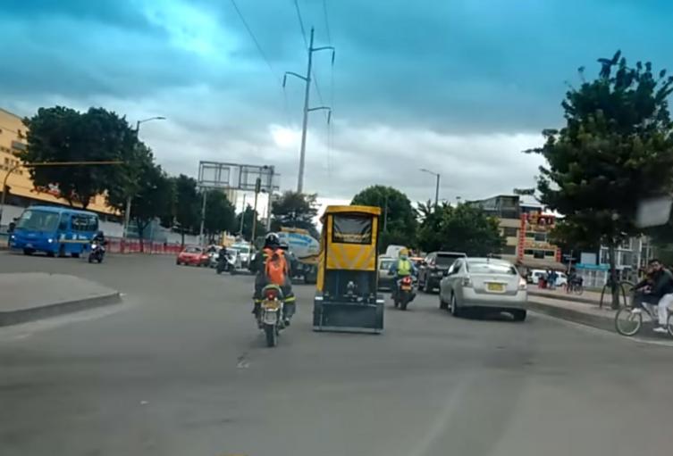 Las riesgosas maniobras de los bicitaxis en Bogotá