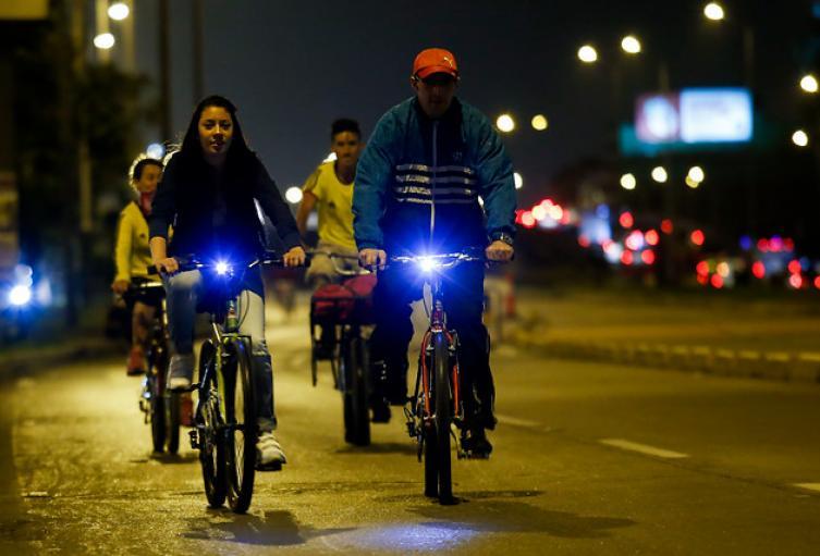 El pasado jueves 9 de agosto se realizó la ciclovía nocturna en Bogotá
