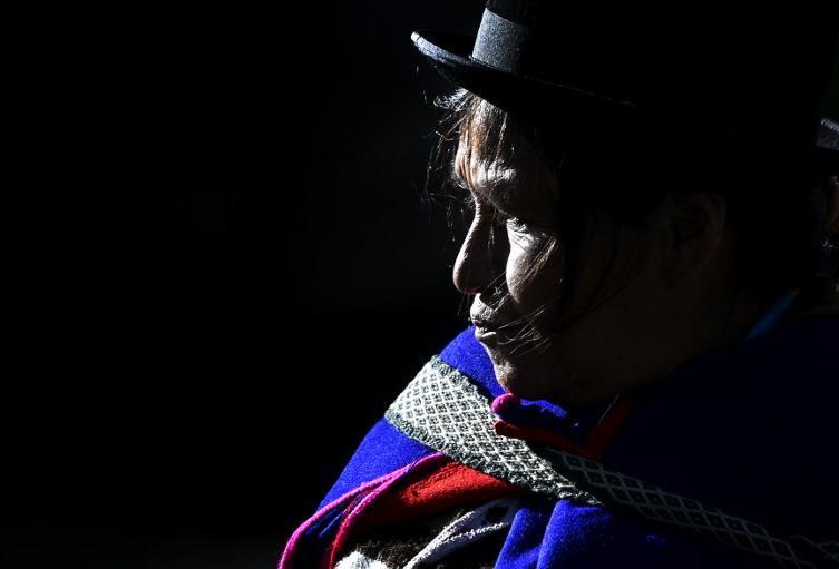 Una mujer indígena misak, en Silvia (Cauca)