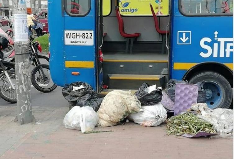 Bus involucrado en accidente de tránsito