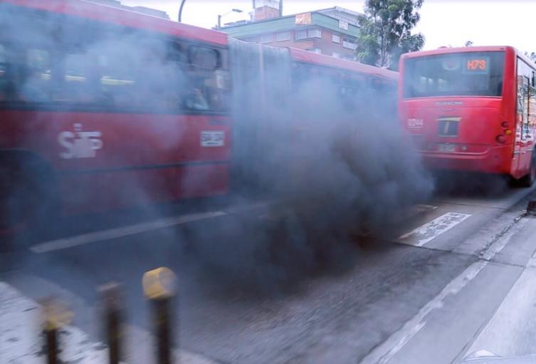 Transmilenio circulando por la Avenida Caracas, en Bogotá