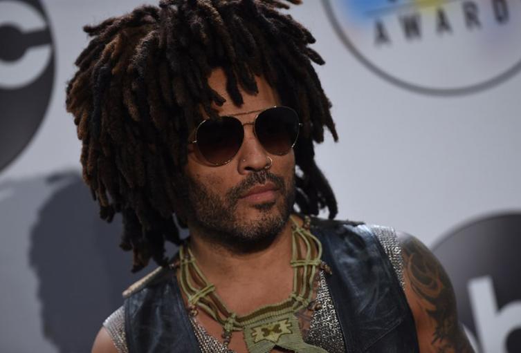 El cantante pidió que al concierto que presentará en Bogotá se le dé acceso a los menores de edad.