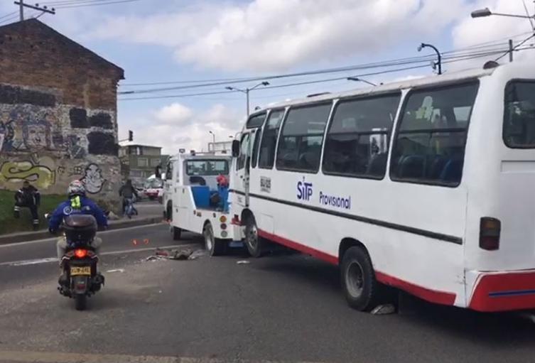 Accidente entre un bus del SITP y una ruta escolar