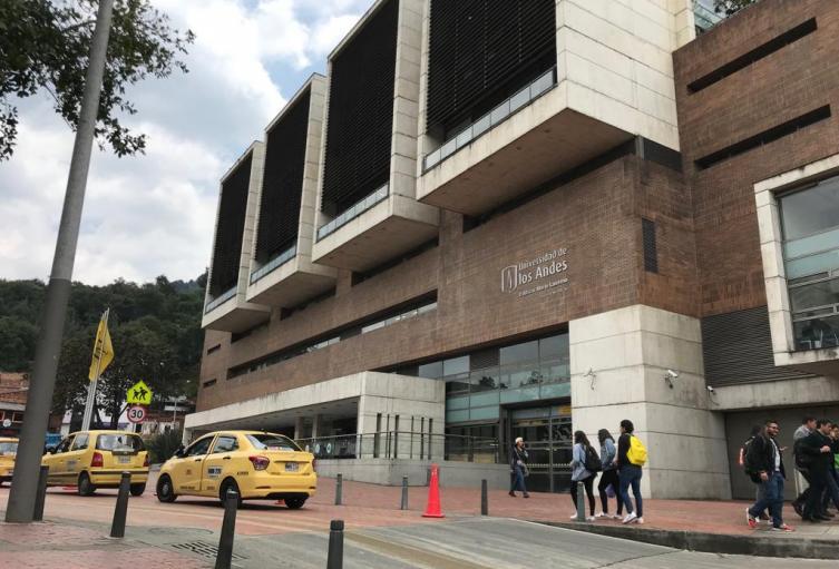 Fachada de la Universidad de Los Andes, en Bogotá