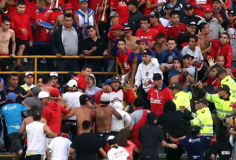 Disturbios entre hinchas del Medellín