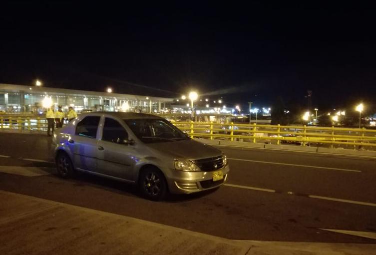 Vehículo de Uber que recibió seis disparos en medio de operativo de tránsito
