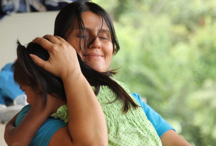 Menor reencontrándose con su madre