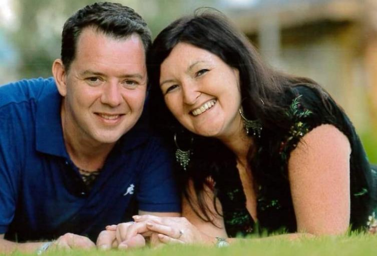 Chris Mallon y su esposa