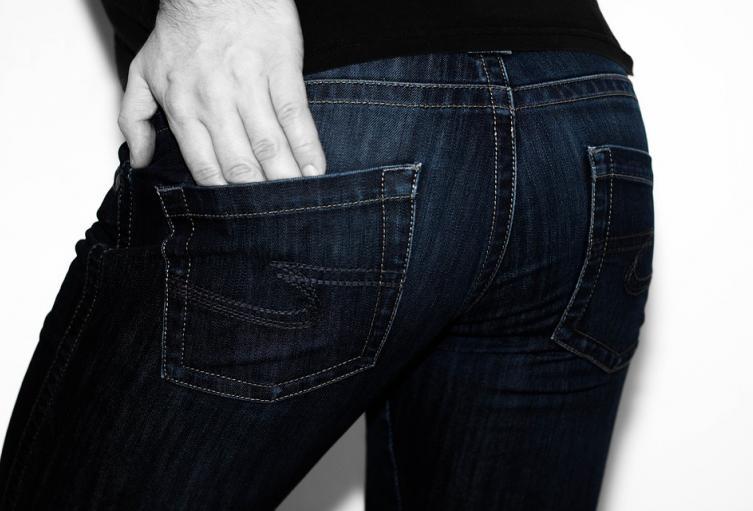 Hombre con jean. Imagen de referencia.