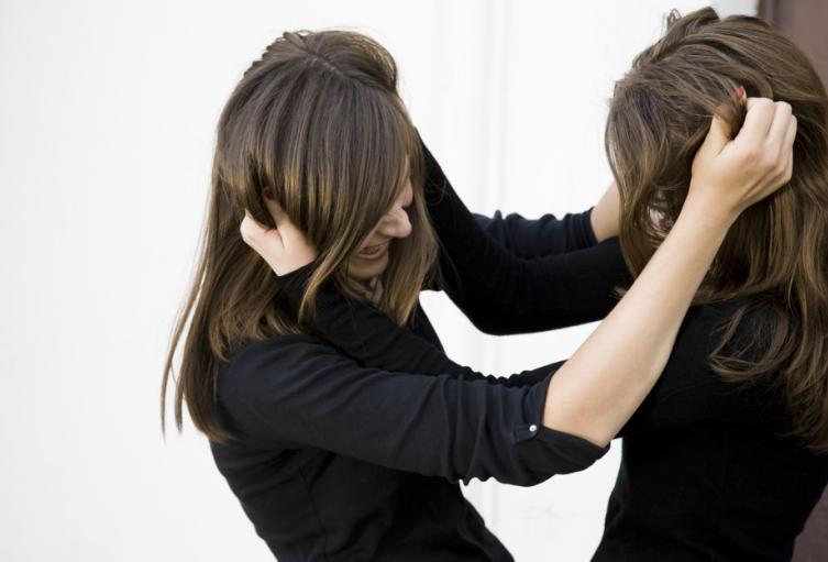 Mujeres peleando