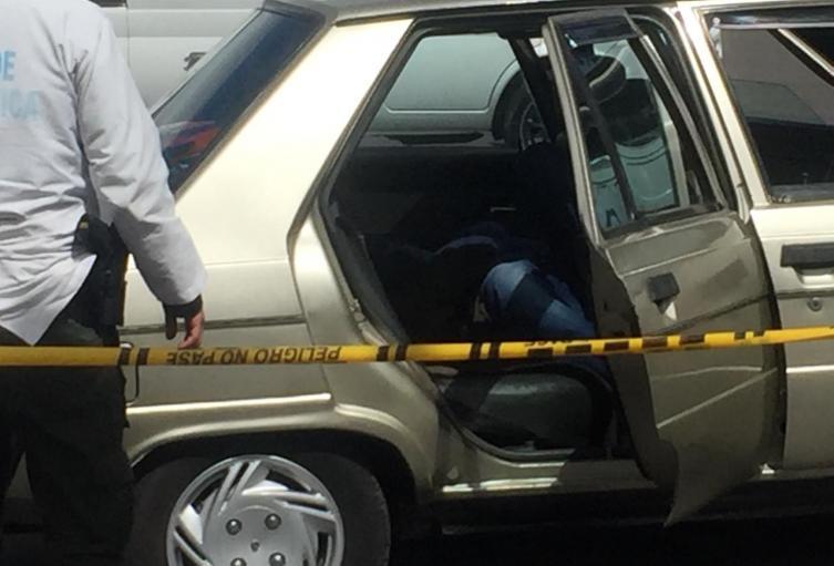 Hombre muerto dentro de vehículo