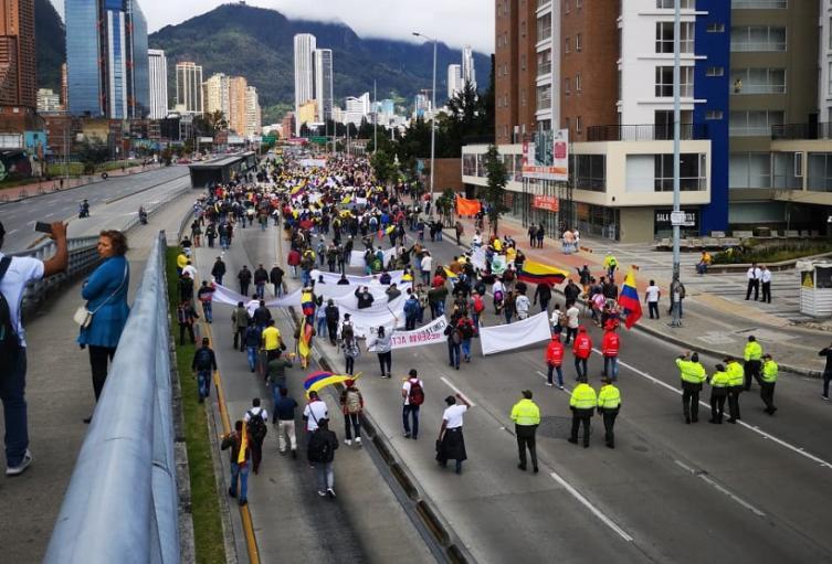 Militares en retiro marchan en Bogotá