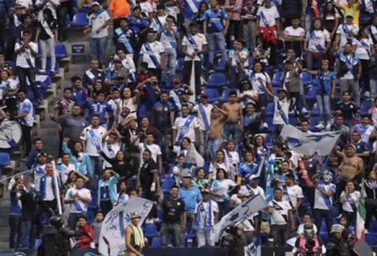 El famoso 'Negro de WhatsApp' invadió un estadio en México.