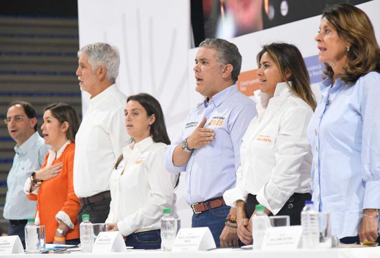 Presidente Duque y alcalde Enrique Peñalosa en el taller contruyendo país en Bogotá