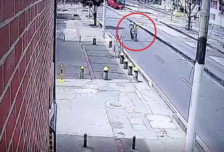 Accidente entre moto y bicicleta en el centro de Bogotá