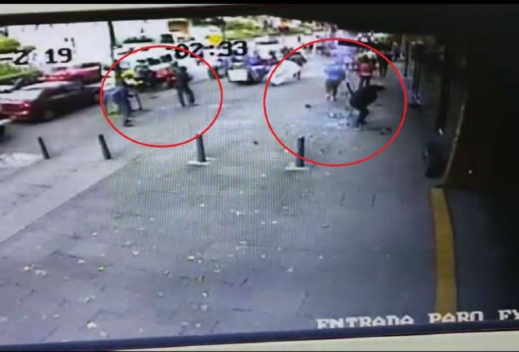 Ataque con explosivos en la calle 72 con 11