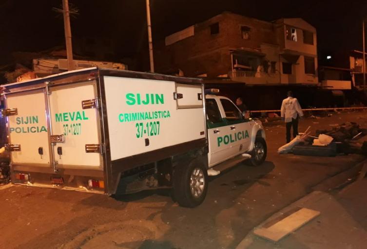 La víctima fue avistada por la comunidad con la primera luz del día, quienes dieron aviso a las autoridades.