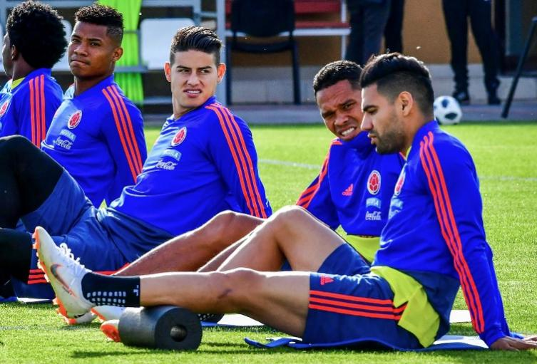 Wilmar Barrios y James Rodríguez en el entrenamiento de la Selección Colombia