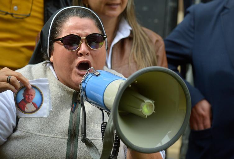 Adriana Torres apoyando al expresidente Álvaro Uribe, en Bogotá