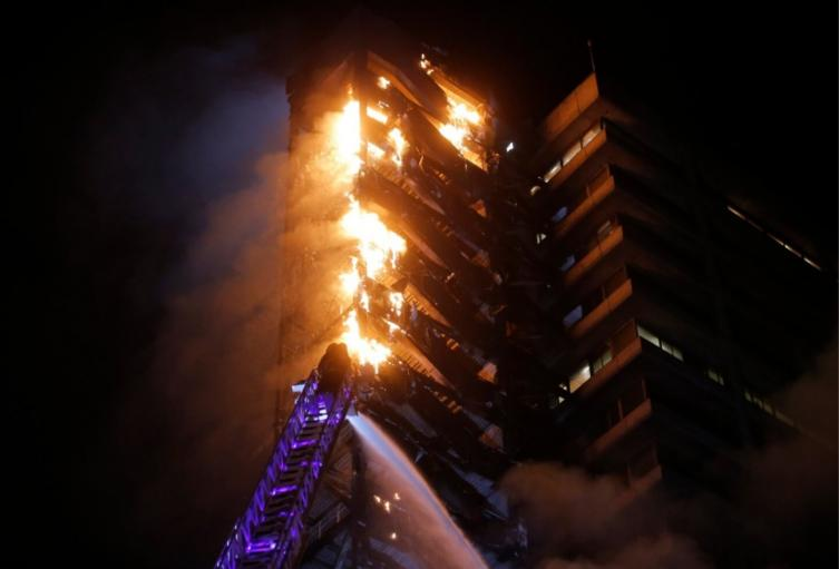Incendio edificio Enel en Chile