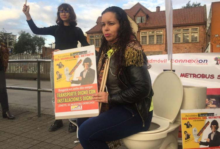 Trabajadores de Transmilenio protestan por falta de baños
