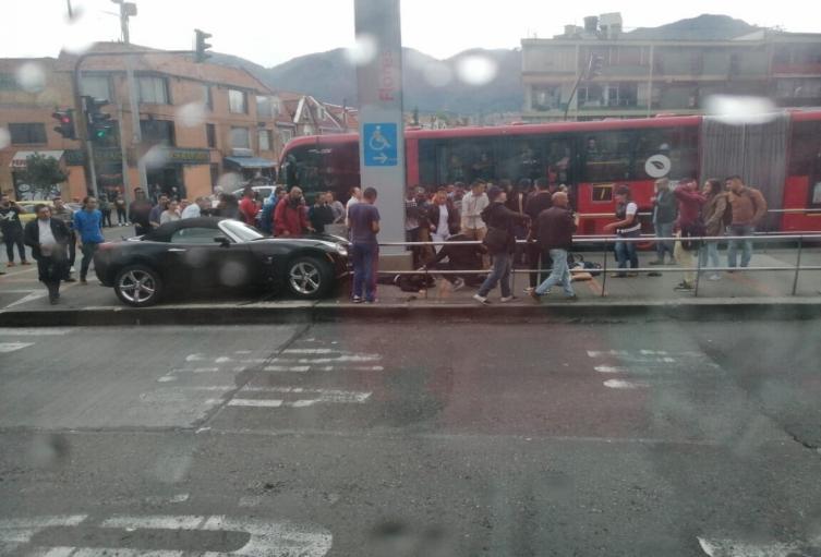 Vehículo causó accidente en estación Flores de Transmilenio