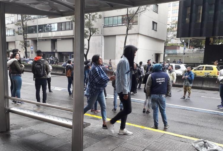 Estudiantes protestan en la Distrital