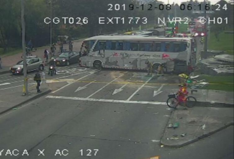 Accidente de bus en la Avenida Boyacá con calle 127