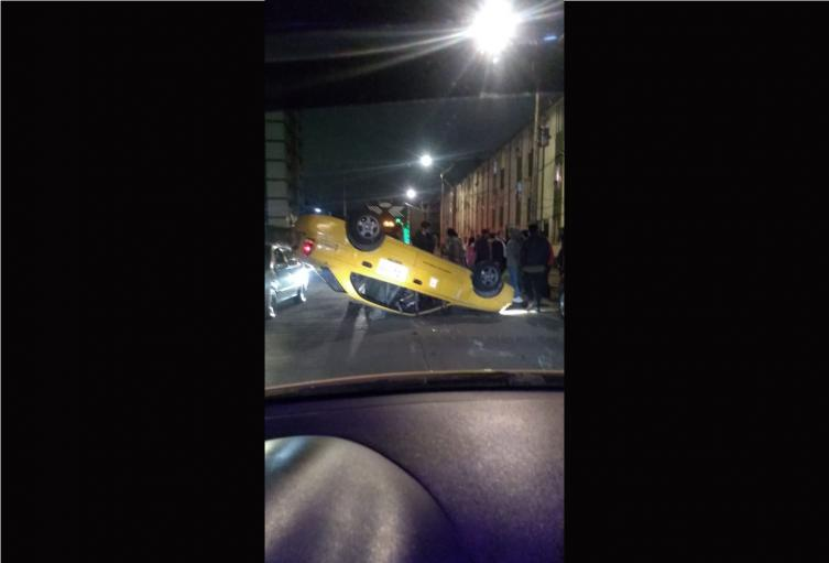Taxi volcado