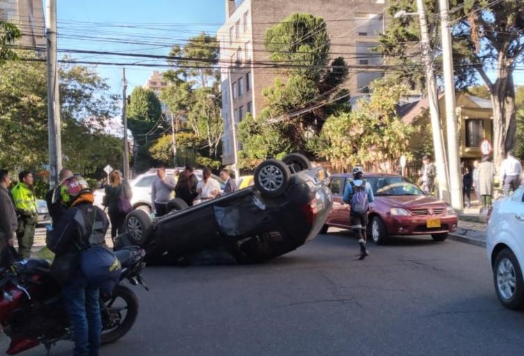 Volcamiento de carro en Bogotá