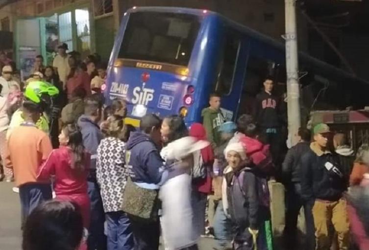 Bus de Sitp se estrelló contra una vivienda
