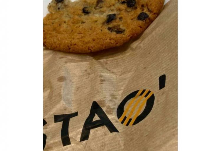 La cucaracha habría aparecido en una galleta de Tostao.