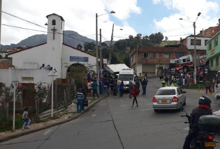 Choque de vehículo contra iglesia