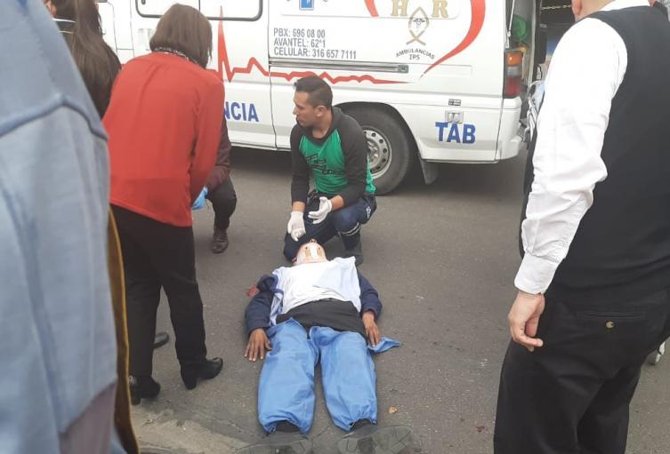 Dos trabajadores cayeron de camión